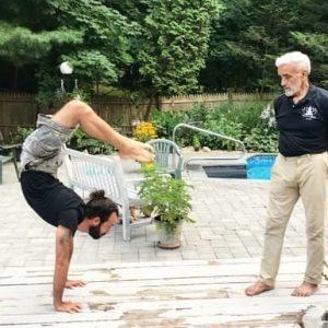 O que é o Dharma Yoga?